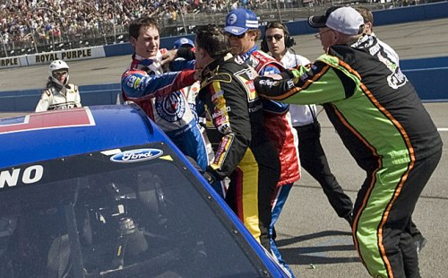 Altercation entre Tony Stewart et Joey Logano